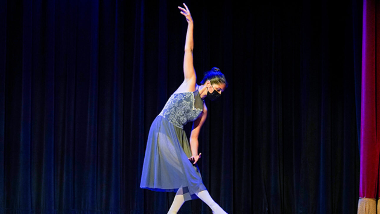 Ballet performance on stage doing pointe.