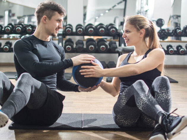 Partner workout with a medicine ball.