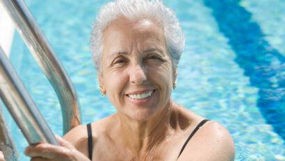 Senior woman in the pool.