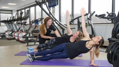Women doing high side planks.